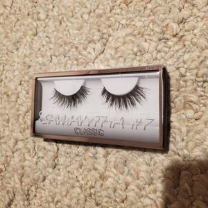 NIB Huda Beauty eyelashes